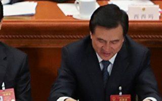 """""""十九大""""上,未到退休年龄的国务院秘书长杨晶""""落选""""新一届中央委员,令外界颇感意外并引发猜测。( Lintao Zhang/Getty Images)"""