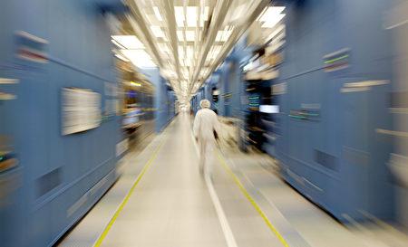 半導體設備巨頭應用材料公司的四名前工程師被美國當局指控試圖盜竊芯片設計,並將其賣給一家中國初創公司。圖為美國一家半導體設備公司。(Mario Tama/Getty Images)