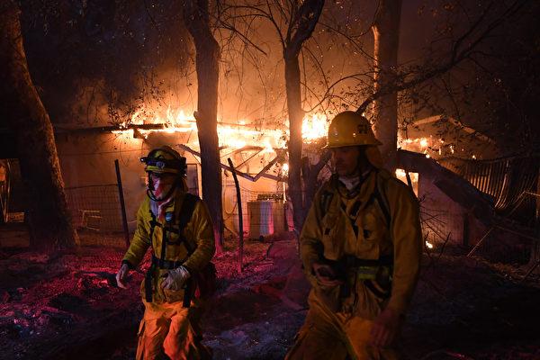 加州野火蔓延至沿海城市 更多居民連夜撤離