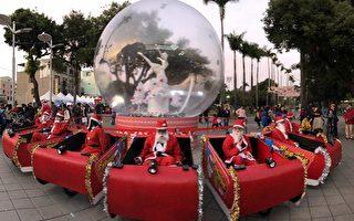 欢乐惊喜!圣诞老人骑雪橇街头发糖果