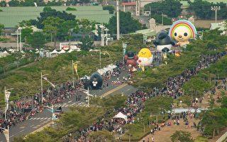 组图:大气球游行来啰!万人挤爆高雄时代大道