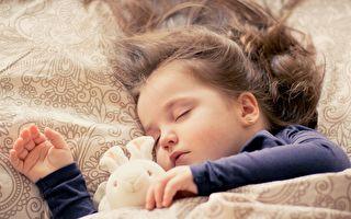 """不同睡姿休息效果差很大 """"这样躺""""你才能睡得健康长寿"""