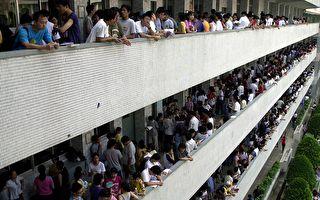 多益测验首出包 台2.4万人考试中止