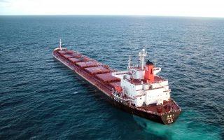 英超级油轮徘徊山东海域:原油找不到买家