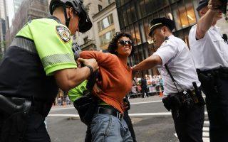 市长妥协  民众可拒警拦截搜身