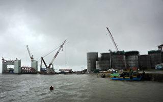 去年大陸進口原油達3.81億頓,花費9000億人民幣。(Lwin Ko Taik/AFP/Getty Images)