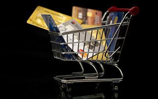 2017年的圣诞节期间,法国人使用信用卡付款连续第四年达到历史新高。12月23日周六的信用卡使用量达到高峰,24小时内共有近4550万次刷卡。(JOEL SAGET/AFP/Getty Images)