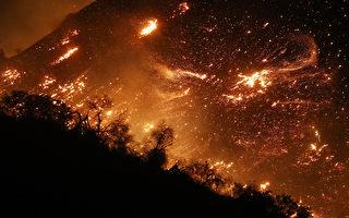 组图:南加州野火失控延烧 威胁洛杉矶豪华区