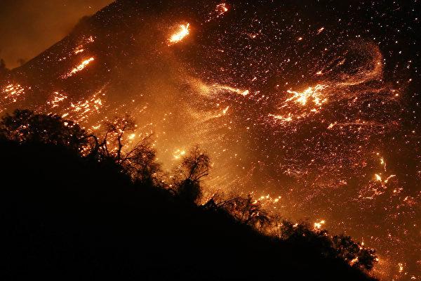 組圖:南加州野火失控延燒 威脅洛杉磯豪華區