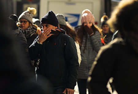 NEW YORK, NY - DECEMBER 28: People walk through a frigid Manhattan on December 28, 2017 in New York City. Dangerously low temperatures and wind chills the central and eastern United States are making outdoor activity difficult for many Americans. Little relief from the below normal temperatures is expected the first week of the New Year. (Photo by Spencer Platt/Getty Images)
