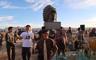 加州自由雕塑公园落成 纪念中国民主精神