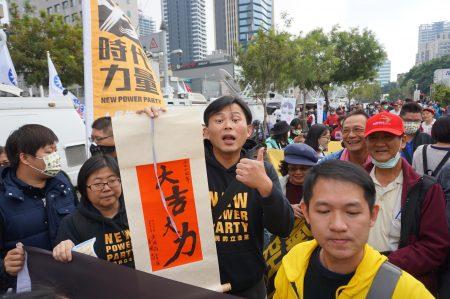 時代力量主席黃國昌17來高雄反空污大遊行。