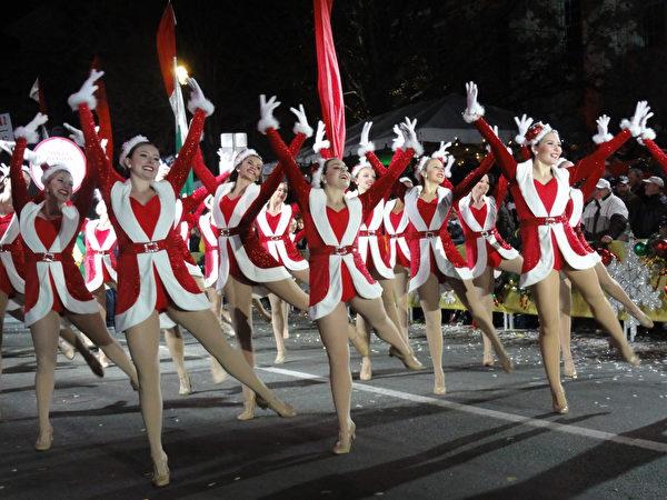 聖誕歡舞。(司瑞/大紀元)