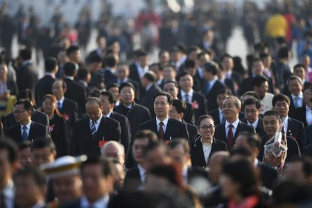 中共以無神論洗腦大部分中國人,用金錢、物質、貪腐等綑綁他們,讓中國人變成「披著人皮的獸」。圖為中共領導階層官員。