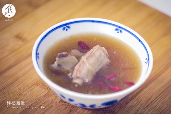 肉骨茶可补气暖身,教你简单的肉骨茶做法。(C2食光提供)