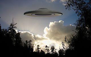 美上空现神秘白色UFO F-15战机升空拦截
