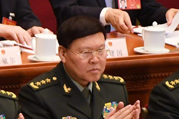 中共前政治工作部主任张阳(左)在调查期间被指自缢死亡。(GREG BAKER/AFP/Getty Images)