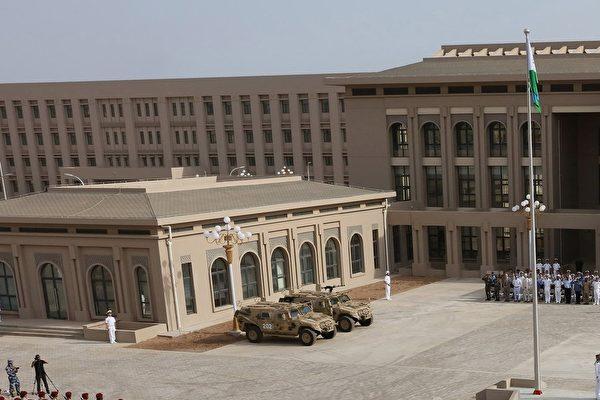中共位于非洲的吉布提的第一个海外军事基地的一角。(STR/AFP/Getty Images)