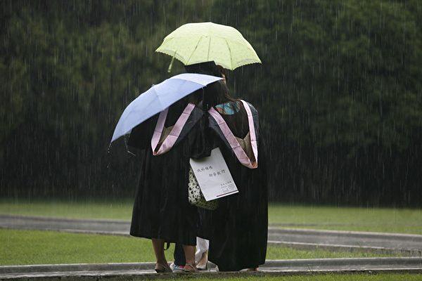 继北京航空航天大学教授被实名举报性骚扰之后,北京又一重点大学的教授被曝长期对女生猥亵性侵。(China Photos/Getty Images)
