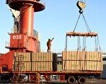 2017年,美中贸易逆差又创下了新高点,差额已经达到了2758亿美元。图为江苏省连云港港口。(STR/AFP/Getty Images)