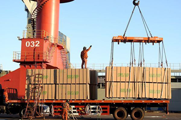 2017年,美中貿易逆差又創下了新高點,差額已經達到了2758億美元。圖為江蘇省連雲港港口。(STR/AFP/Getty Images)