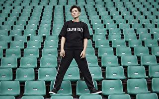 蕭敬騰挑戰無妝髮拍攝 露手臂著短褲上陣