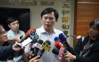 黃國昌陪慶富欠薪員工赴陳慶男住處喊:「出來面對」