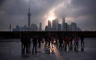 上海地产集团原副总裁辛继平涉嫌四宗罪被提起公诉。外界分析,辛继平掌控上海的土地资源,同时是江泽民家族的大马仔。他被查处涉及江家族极深的黑幕。 (PHILIPPE LOPEZ/AFP/Getty Images)