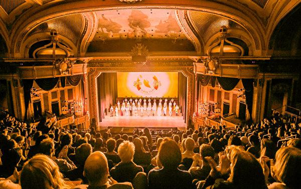 1月27日,神韻世界藝術團在巴爾的摩演出兩場,一票難求。(李莎/大紀元)
