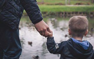 他失业后离婚 离家5年 这天返乡 4岁男孩给他无限希望