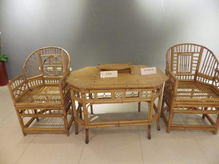 施三郎师生展,展出的作品之一,扶手椅、八角桌 。