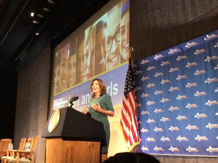 副州長霍楚宣布2018年紐約州女性機會計畫。