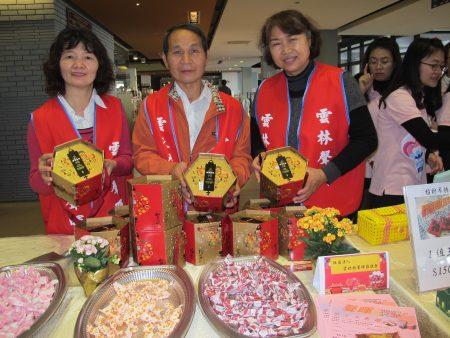 云林县声晖协进会推出牛轧糖及太妃糖礼盒。