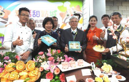 台中市糕餅商業同業公會理事長周子良呼籲到花博觀光的民眾,能將伴手禮分享給親友,打造台中「幸福甜點城」的形象。