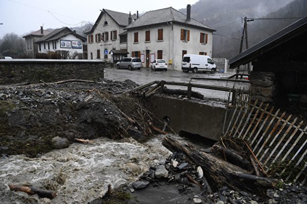 2018年1月4日(周四),埃莉诺(Eleanor)风暴在法国东南部造成的洪水。(PHILIPPE DESMAZES/AFP/Getty Images)