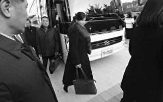玄松月抵首尔 韩国民众焚烧金正恩照片