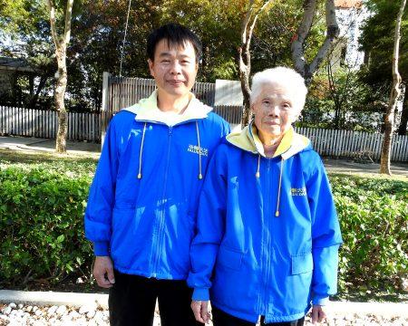 法輪功學員劉玉桂與母親劉黃玉葉,一起到市府廣場來參加集體煉功,並分享他們的修煉心得。