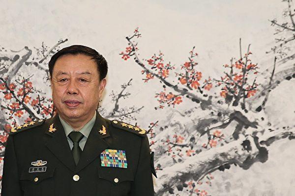 近日再傳出范長龍落馬的消息,唯官方尚未證實。圖為范長龍與徐才厚合照。( Lintao Zhang/Getty Images)