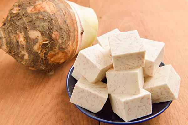 芋头热量低、脂肪低,营养丰富平衡,有美容养颜、抗癌等作用。(Shutterstock)