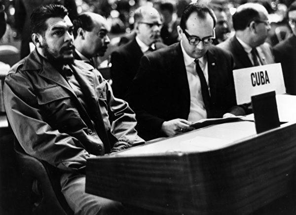 1964年12月11日,切•格瓦拉在联合国大会上。(Keystone/GettyImages)