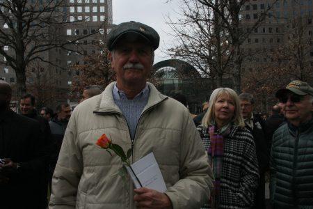 爆炸案亲历者加博拉(Herman Gabora)25年来第一次找到勇气来参加悼念仪式。