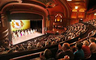 神韻轟動倫敦 觀眾藉獻花向藝術總監致敬