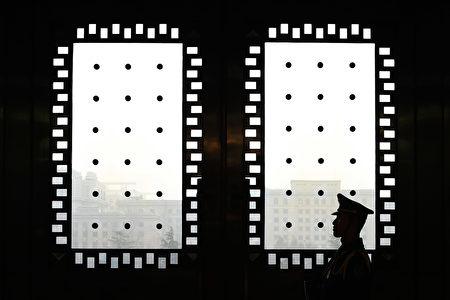 習近平當局將成立監察委,即超級反腐機構,試圖將反腐對象擴大5倍。(LINTAO ZHANG/AFP/Getty Images)