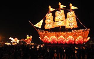 「真善忍」燈區一片祥和 萬人喜登法船花燈