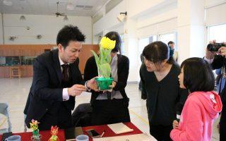 日本砺波市市长 访文雅国小进行郁金香交流
