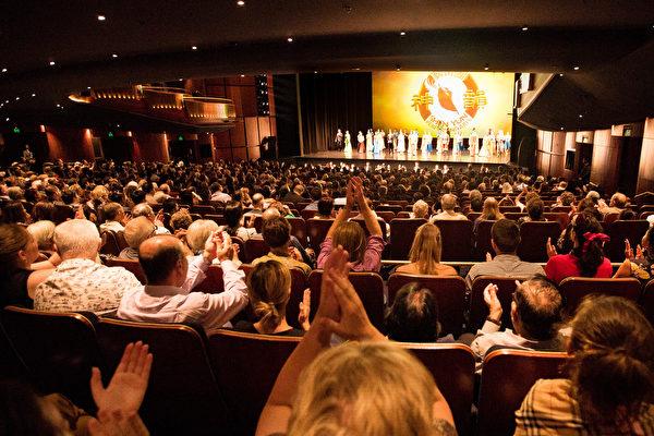 2月9日晚,神韵国际艺术团在澳洲悉尼Lyric剧院的第四场演出售罄,加座。(周东/大纪元)