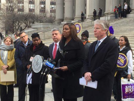 14日市公益官詹乐霞及纽约市检察官们在州最高法院门前召开记者会,要求ICE收回法庭抓人政策。