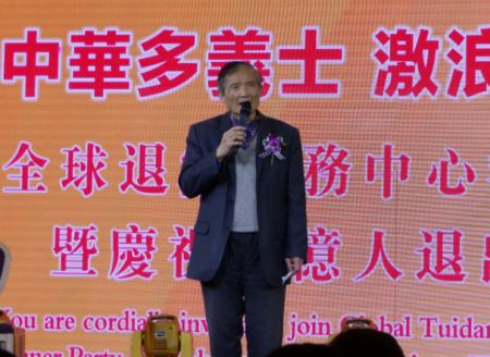 台湾会馆前理事长蔡明峰表示,多年来台湾会馆支持法轮功学员举办九天义务教功班。