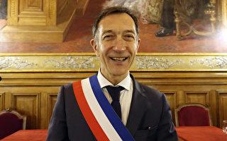 巴黎19区市长弗朗索瓦·达尼欧(François Dagnaud)通过大纪元向华人社区拜年。 (关宇宁/大纪元)
