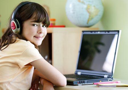 兒福聯盟25日公布調查報告,78.3%的學生曾使用過直播(含觀看),顯示直播已成為孩子心中最夯的上網活動。圖為示意圖。